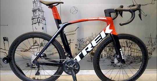 Dziś przedstawiamy film o rowerze Trek Madone SLR 7 Ultegra Di2 model 2021